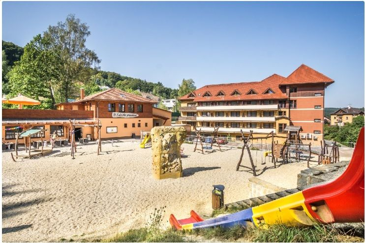 Hotel Ambra sdětským hřištěm