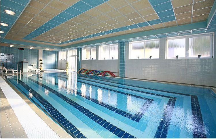 Hotelový bazén - volný vstup pro hosty